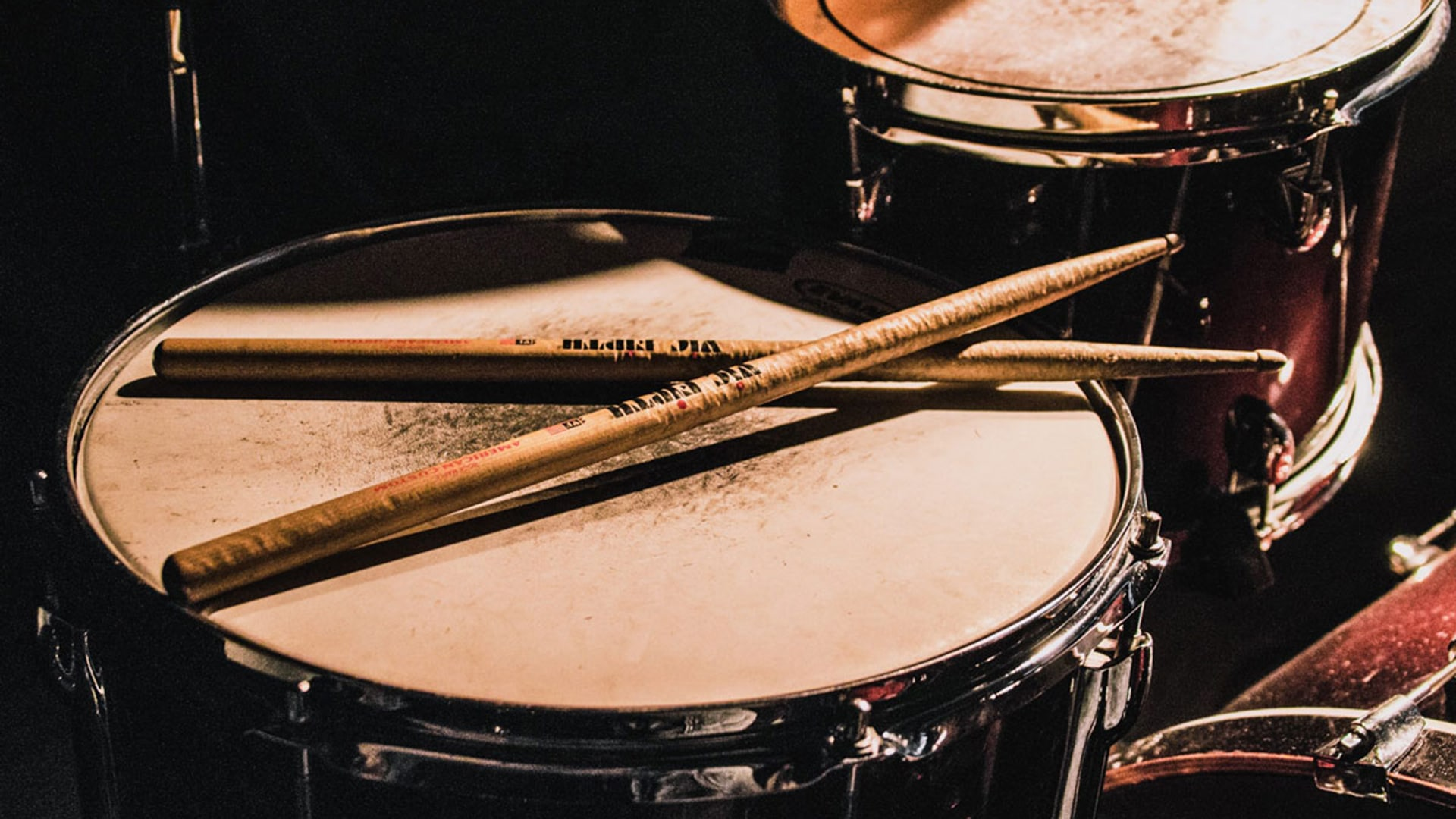 Music-Drums-and-Guitar-shop